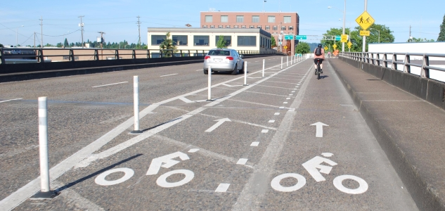 Bike passing lane on Hawthorne Bridge